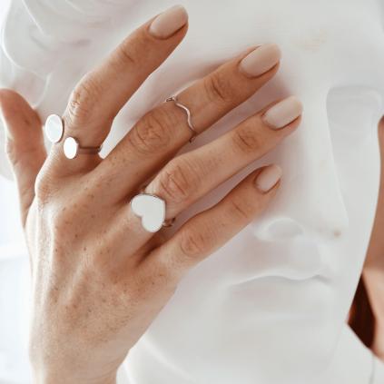 Кольцо серебряное Сердце с эмалью Youko белое